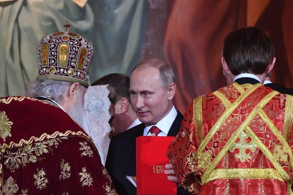 Владимир Путин подарил патриарху Кириллу уникальное пасхальное яйцо