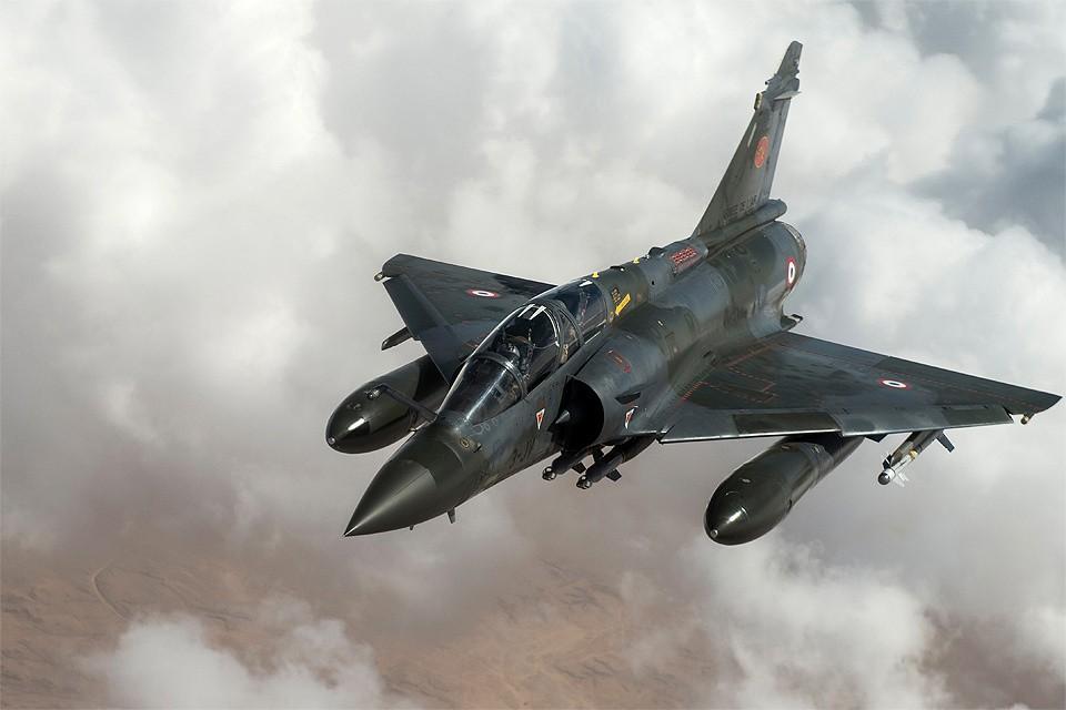 Истребитель ВВС Франции Mirage 2000D.
