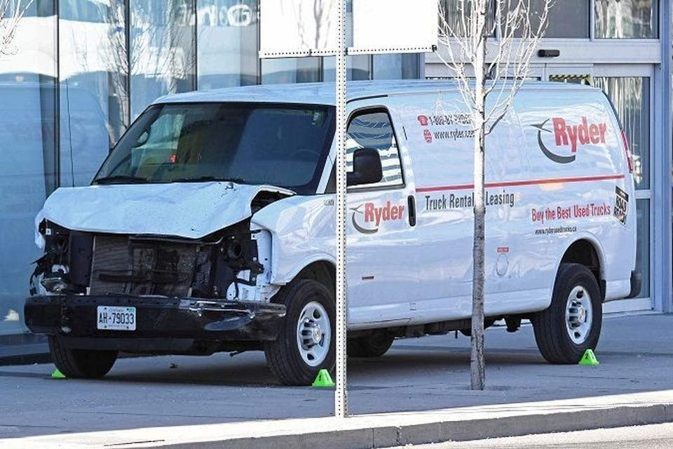 Наезд на пешеходов в Торонто: Погибли 10 человек, не менее 15 пострадали