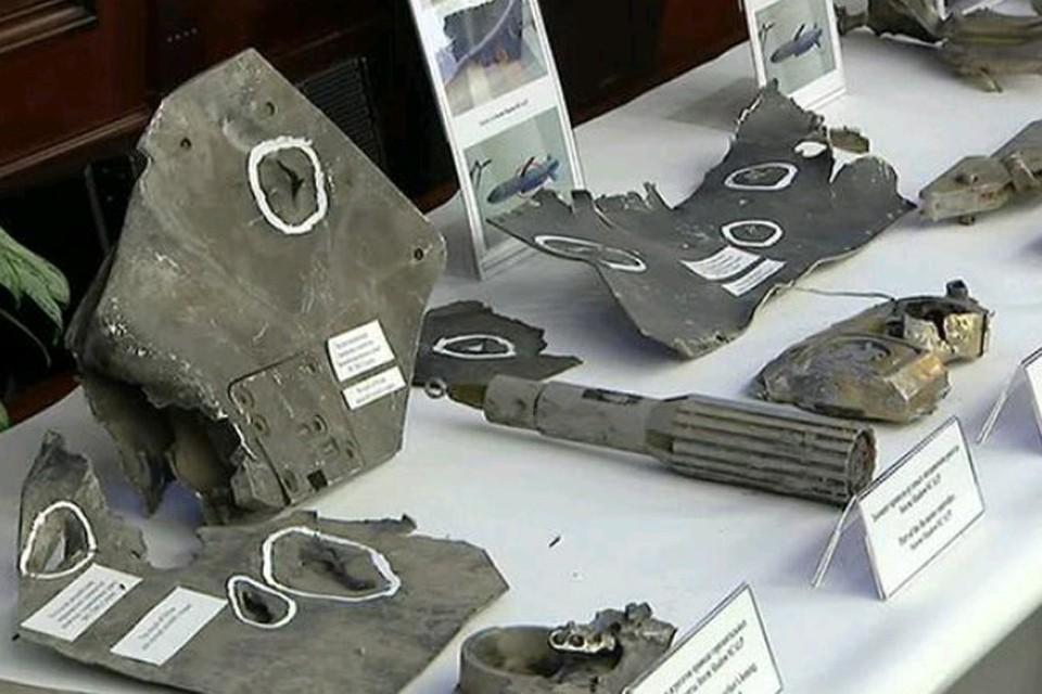 Фрагменты ракет, представленные журналистам на брифинге в Министерстве обороны.