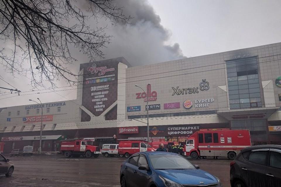 """Первый сигнал о пожаре в """"Зимней вишне"""" поступил от очевидца из дома напротив"""