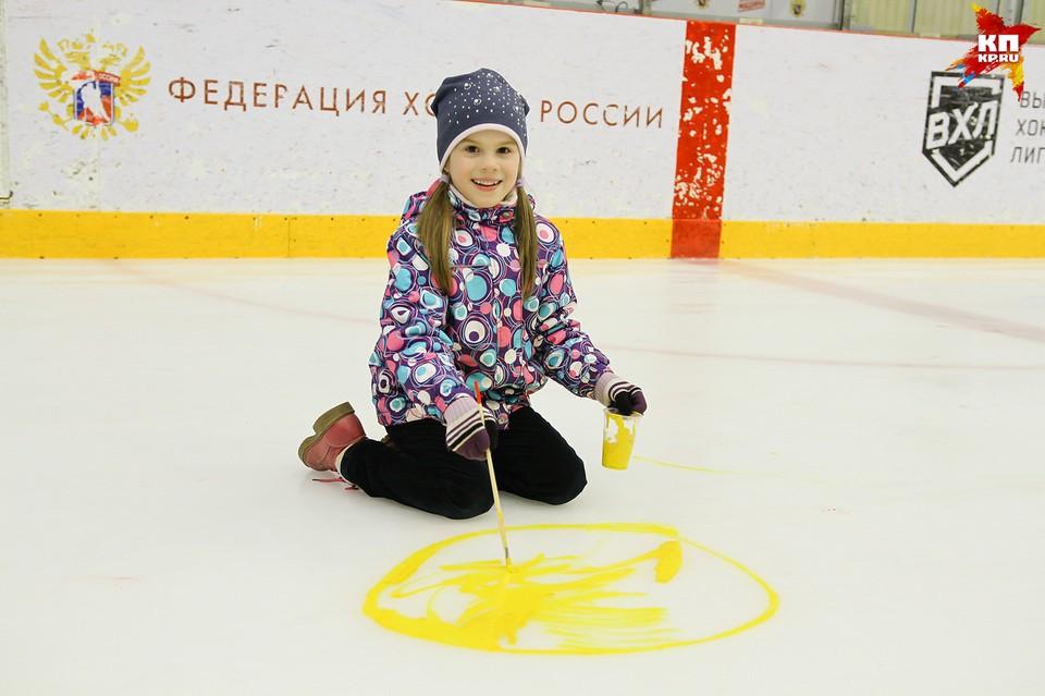 В Ижевске раскрасили лед в ЛД «Ижсталь»