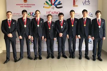 Чемпионы по физике: Российские школьники завоевали 6 золотых медалей на Азиатской физической олимпиаде 2018
