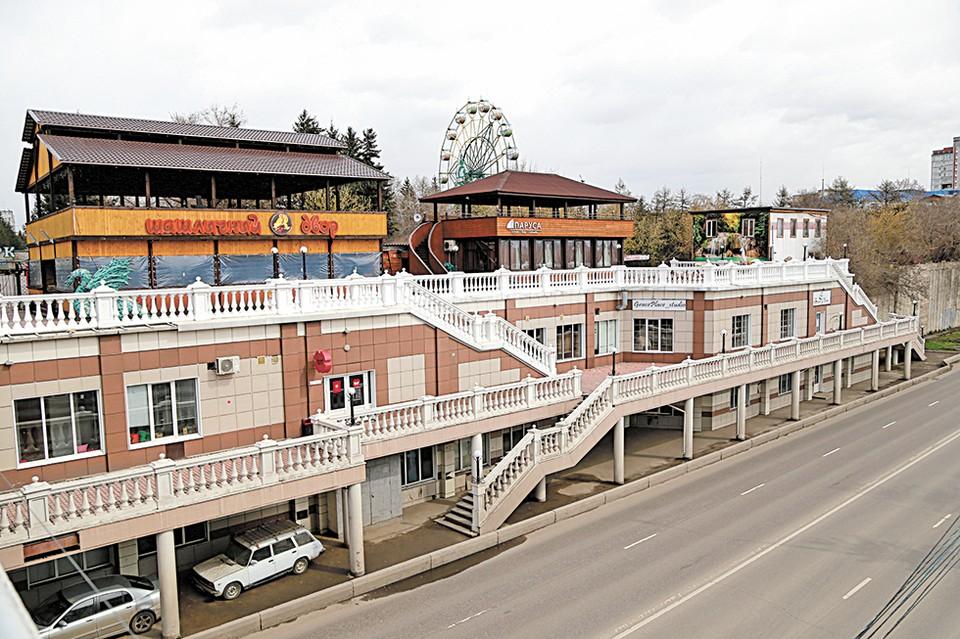 Архитектор зданий не предполагал, что на крыше появятся шашлычные