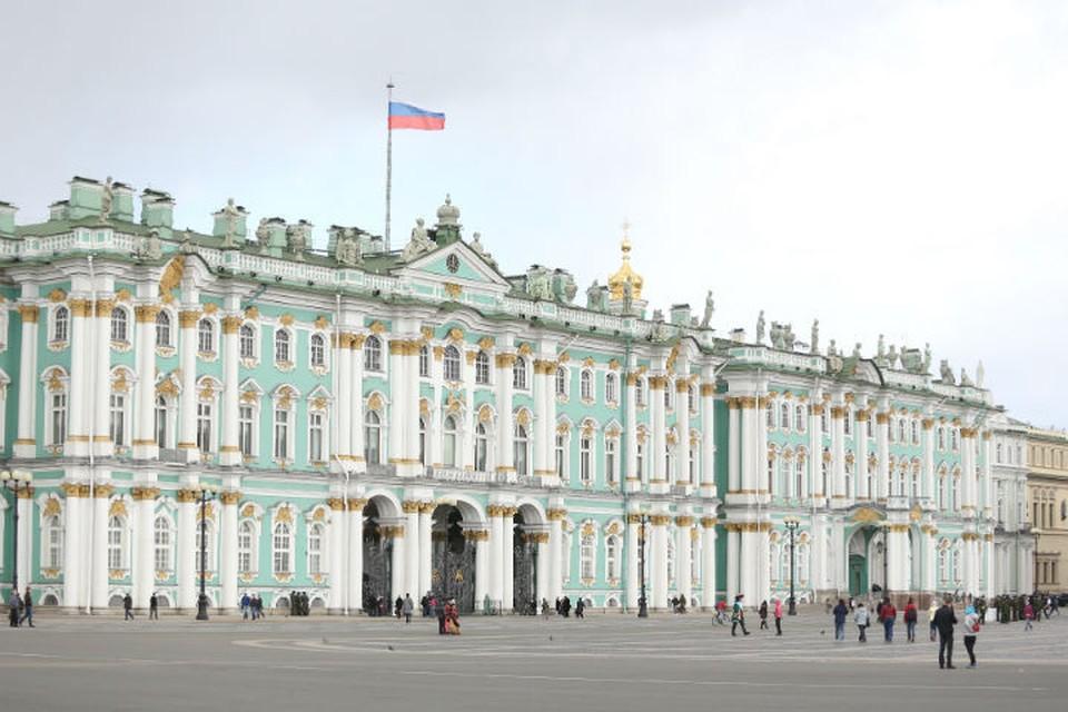 По версии следствия со стройки фондохранилища Эрмитажа было похищено 450 миллионов рублей.