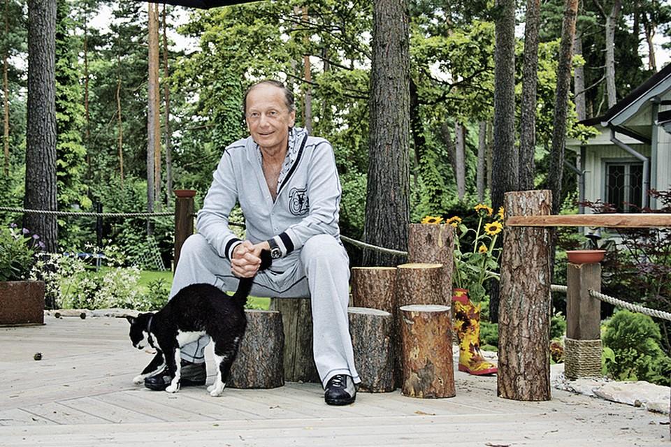 Михаил Николаевич жил то с первой женой, то со второй, то один. Фото: Сергей МИНАЕВ