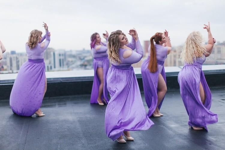 Девушки сняли клип на крыше высотки. Фото: Luba Butterfly
