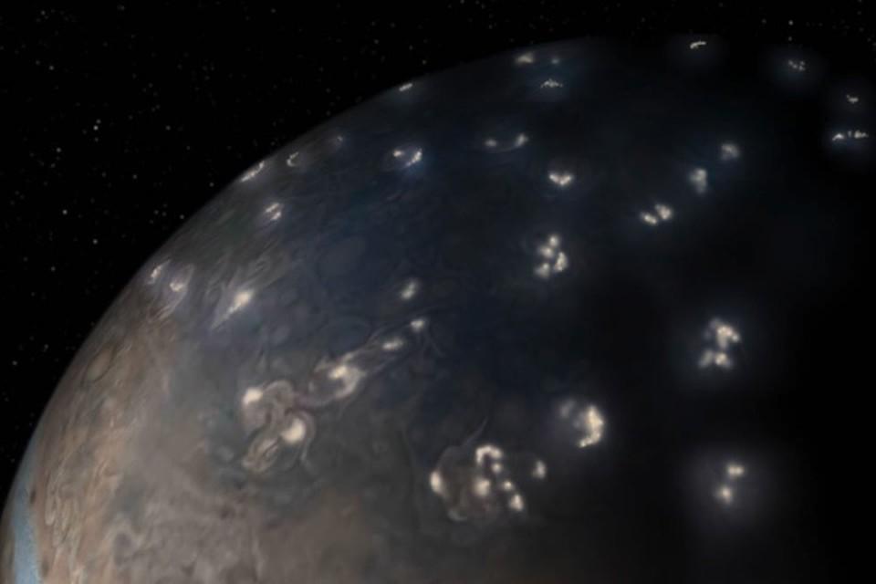 Гигантские огненные сполохи вспыхивают в небе Юпитера.