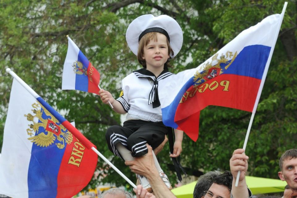 «Комсомолка» узнала, что ждет народ 12 июня, куда можно сходить, чтобы повеселиться.