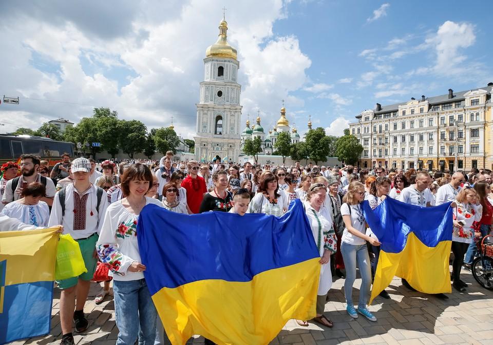 Депутат Рады призвал сделать украинцев счастливыми на зависть другим странам
