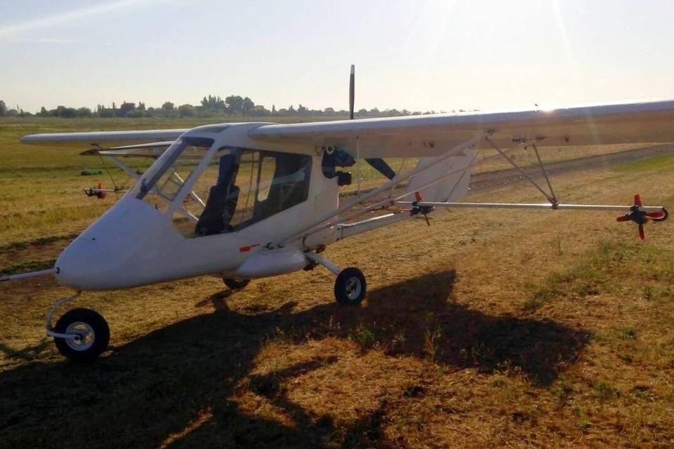 Украинские силовики в Донбассе принудили к посадке двухместный гражданский самолет