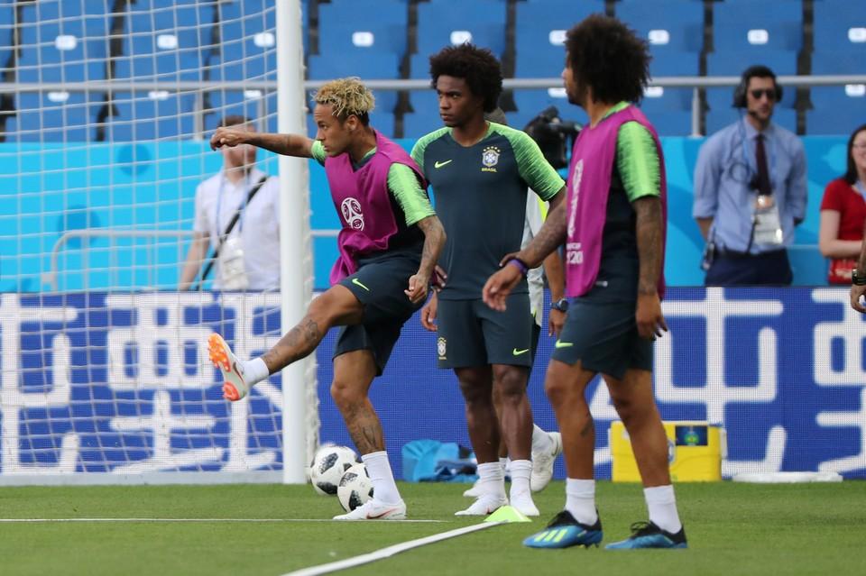 Сборная Бразилии во главе с Неймаром на тренировке перед игрой в Ростове-на-Дону.