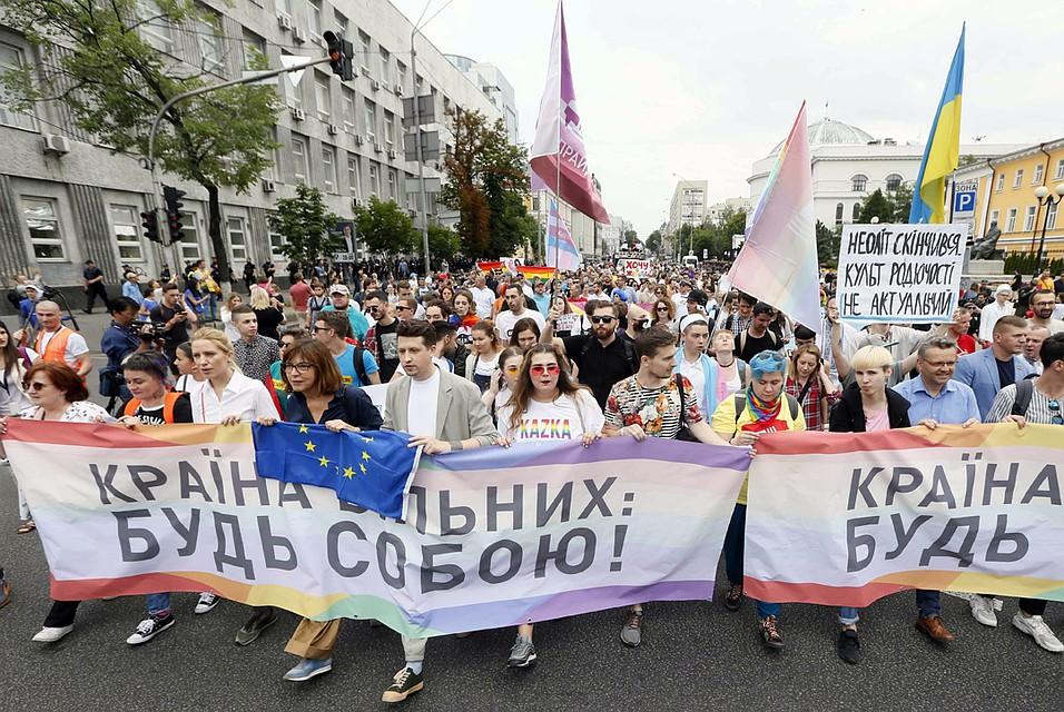 Петра Порошенко призывали встать в первую шеренгу «нетрадиционного полка».