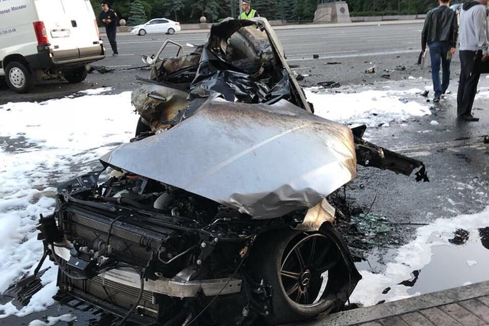Все, что осталось от автомобиля мажора. Фото: https://www.instagram.com/moscow_smotra/