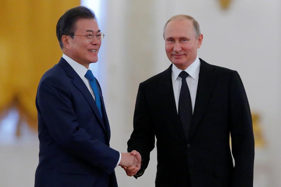 Президент Республики Кореи Мун Чжэ Ин и глава РФ Владимир Путин