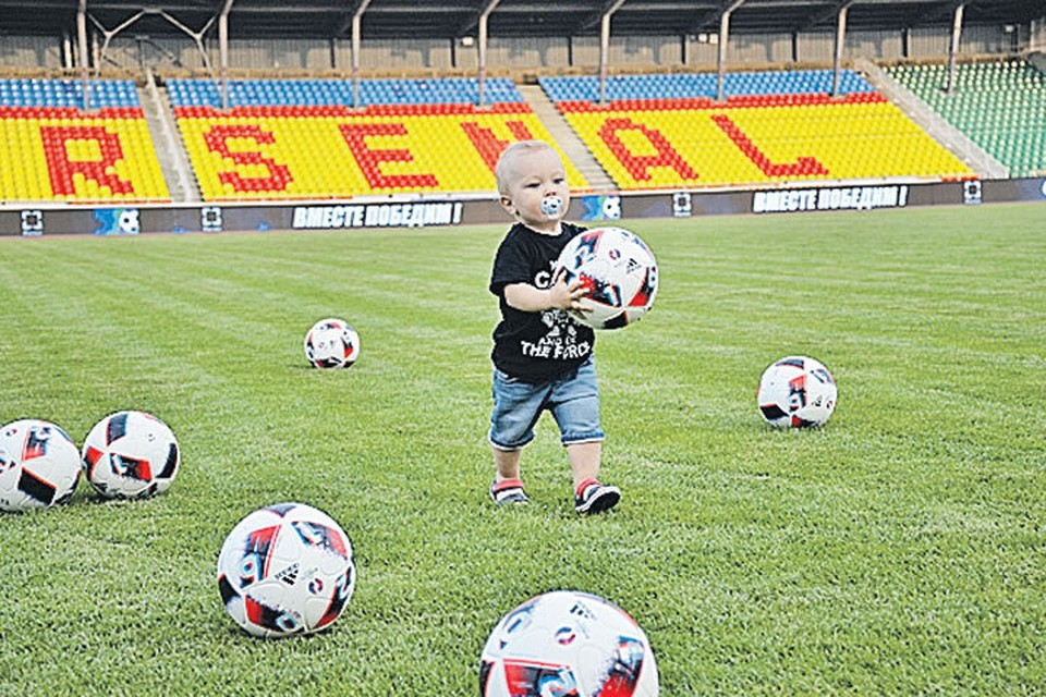 Неожиданные успехи российской сборной однозначно вызовут рост популярности футбола не только у миллионов мальчишек и даже девчонок, но и у их родителей