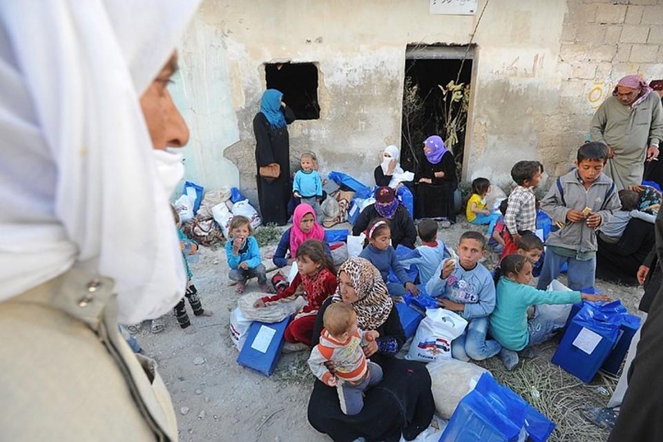 Сирийским жителям передали гуманитарную помощь
