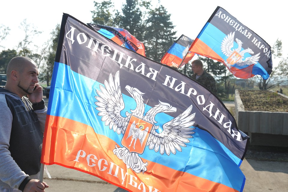 Предполагается, что статус территорий, подконтрольных Донецку и Луганску, должен решаться плебисцитом, который может пройти под эгидой международных организаций и ООН.