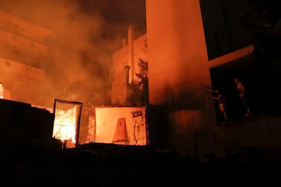 Лесные пожары подступают к Афинам
