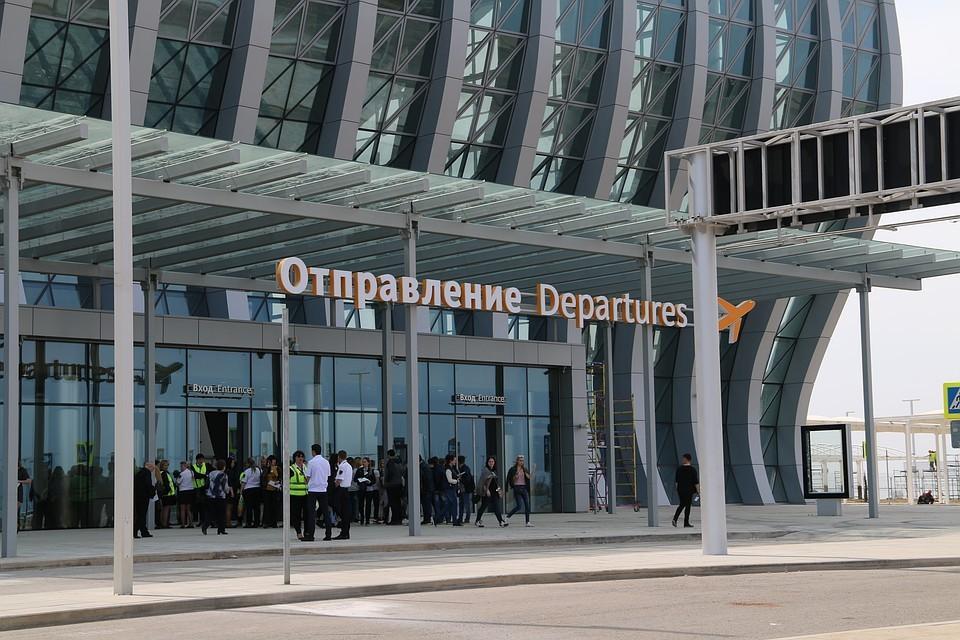 С16 апреля все пассажиры прилетают и улетают из нового терминала аэропорта.
