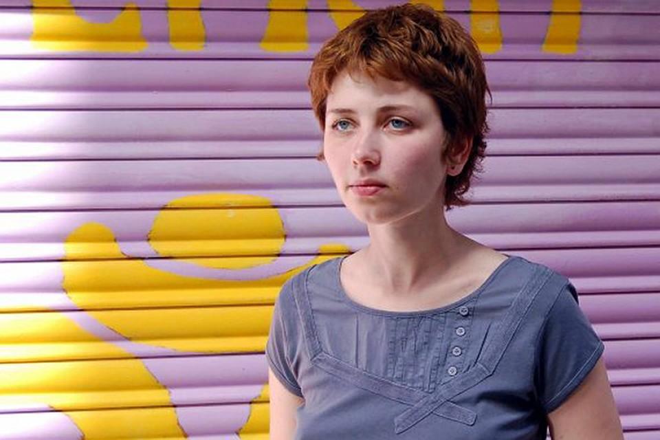 Анна Старобинец училась на филологическом факультете МГУ, работала журналистом и редактором в разных изданиях