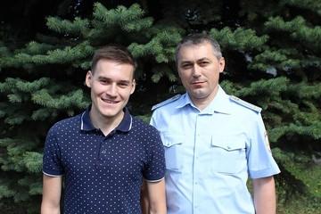 В Чувашии сотрудник ГИБДД вместе с сыном спасли из пожара парализованного парня