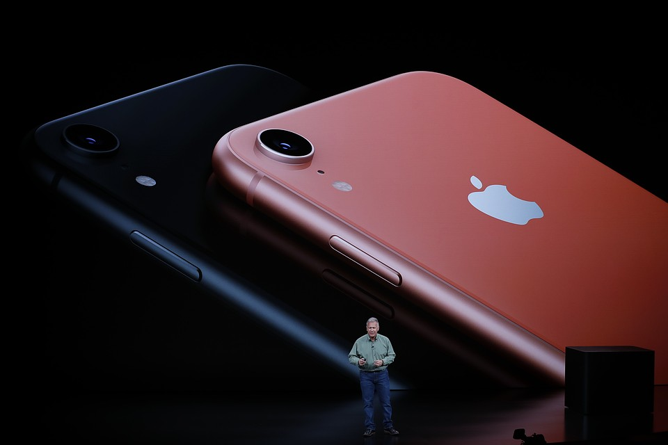 iPhone XR на презентации Apple.