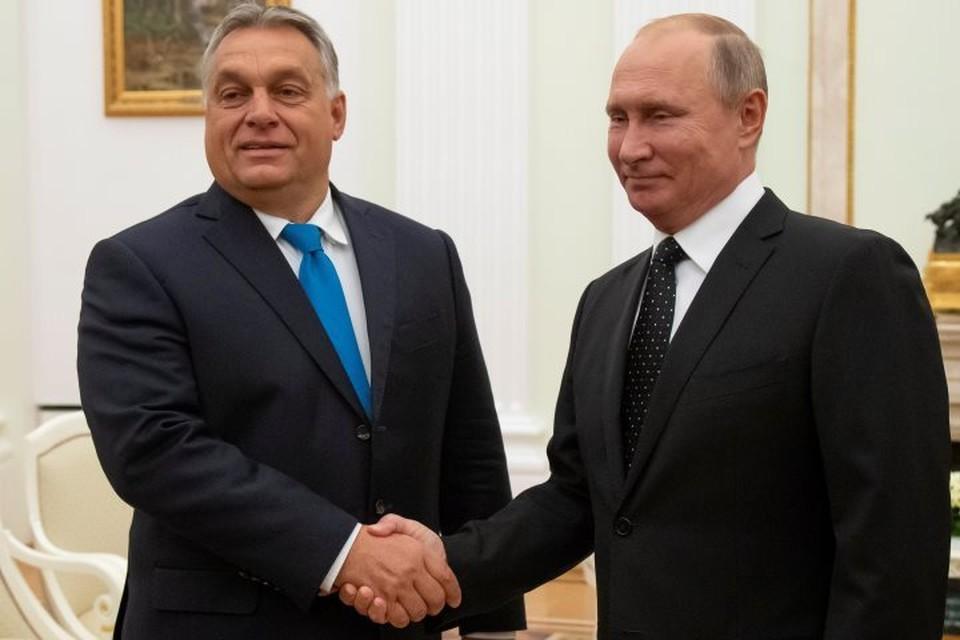 Президент РФ Владимир Путин (справа) и премьер-министр Венгрии Виктор Орбан