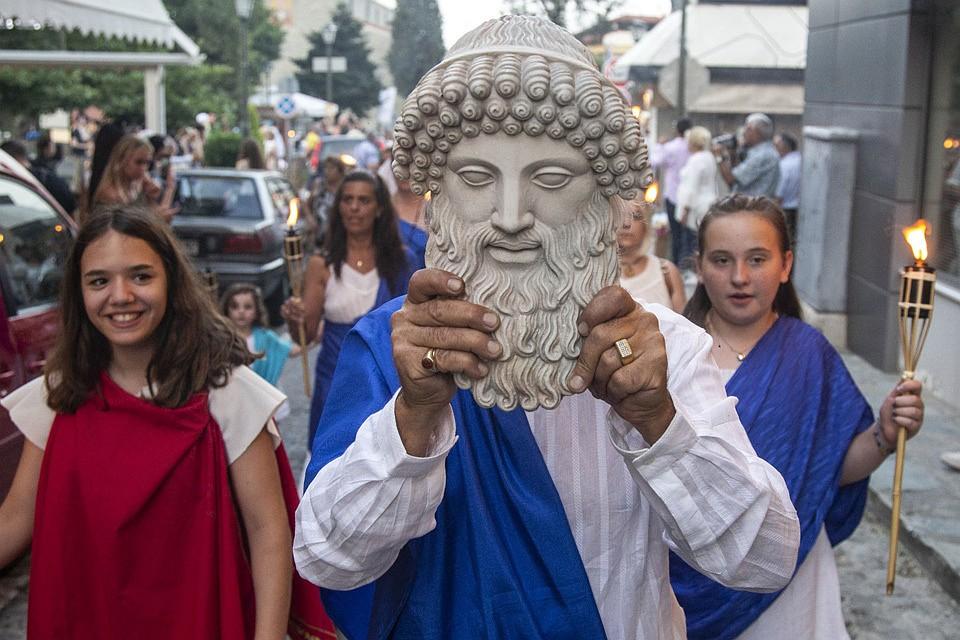 Автор считает, что люди будут кем-то вроде древнегреческих богов - почти всемогущи, но с человеческими страстями. Фото: Nicolas Economou/ZUMAPRESS.com