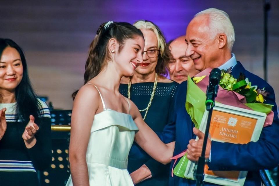 Обладательница первого приза - 15-летняя испанка Мария Дуэньяс