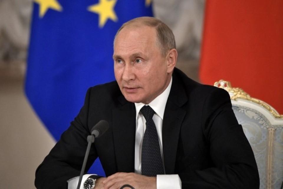 Президент России Владимир Путин на совместной пресс-конференции с канцлером Австрии Себастьяном Курцем