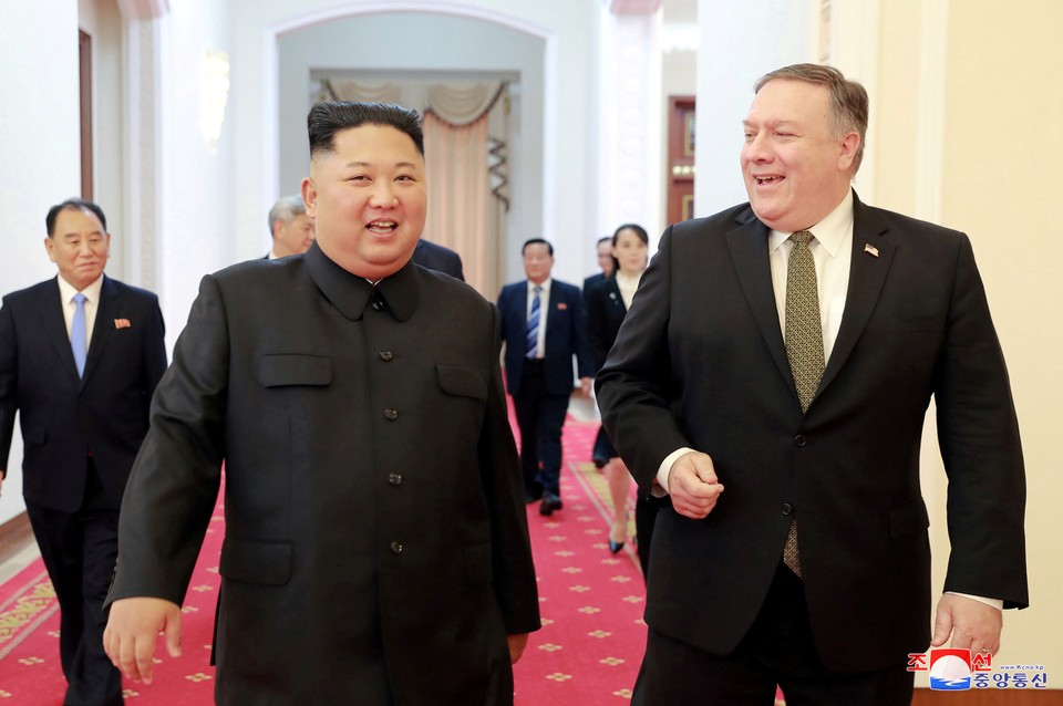 Лидер КНДР Ким Чен Ын и госсекретарь США Майкл Помпео
