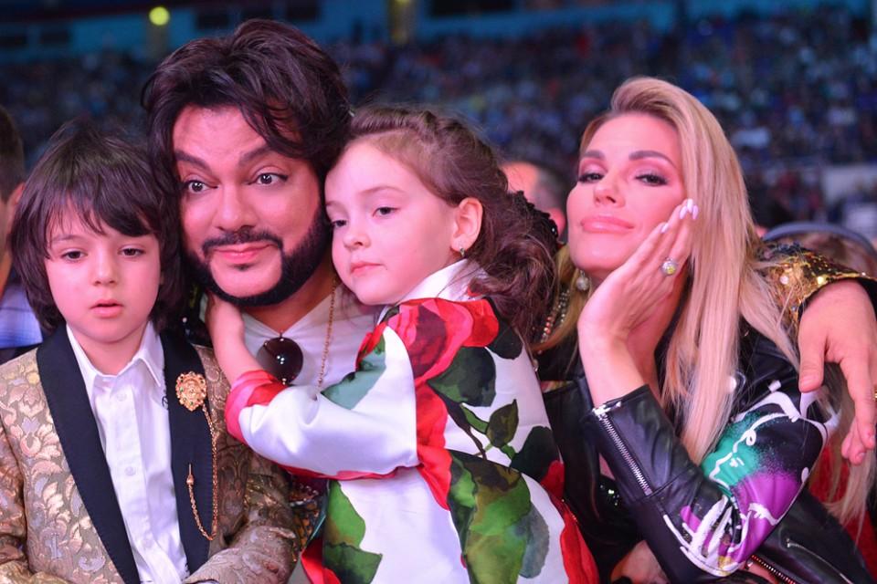 Екатерина часто сопровождает на красных дорожках Филиппа и его детей. Фото: instagram.com/fkirkorov