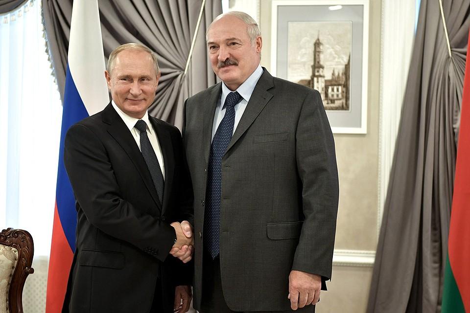 Александр Лукашенко и Владимир Путин перед началом переговоров в Могилеве.