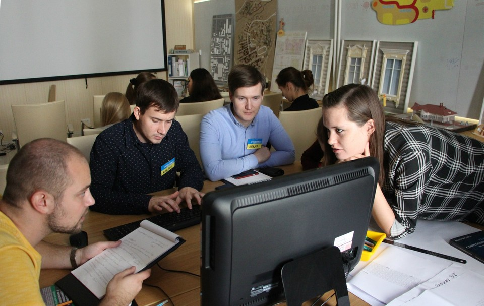 Обсуждение в командах было горячим. Фото: пресс-служба ТГАСУ.
