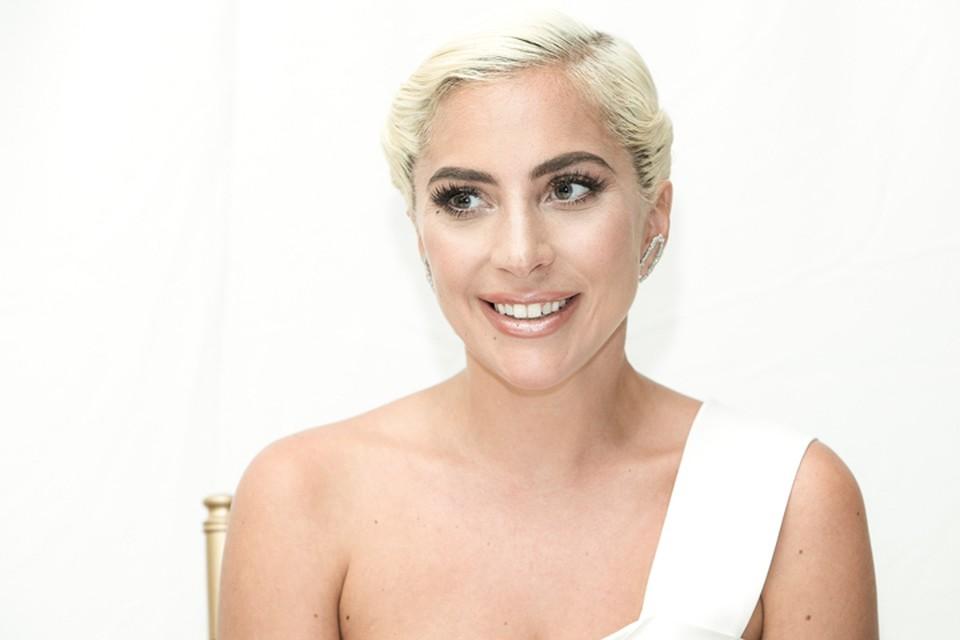 Теперь официально: Леди Гага - невеста!
