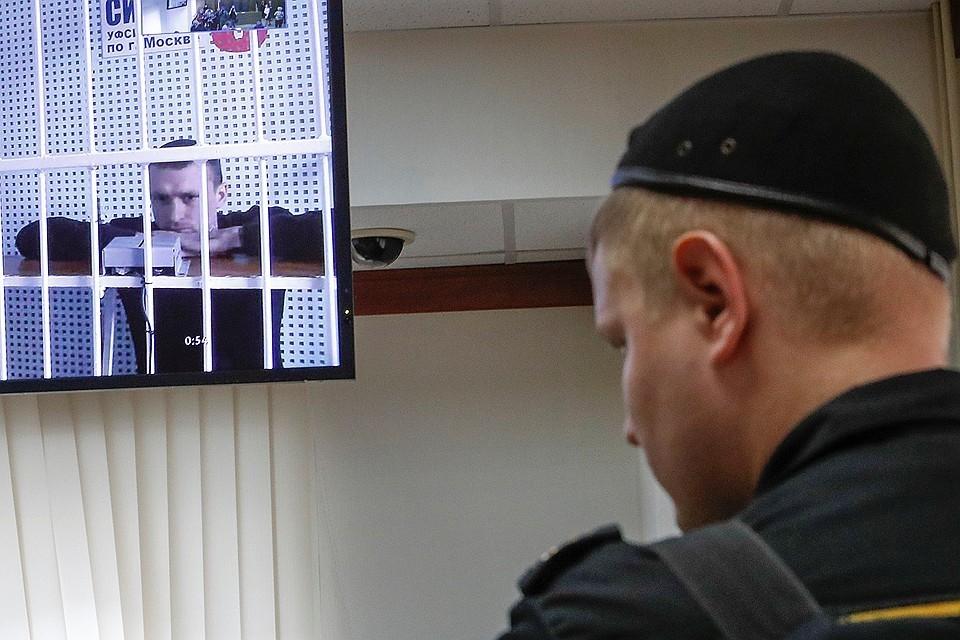Павел Мамаев в ожидании решения судьи.