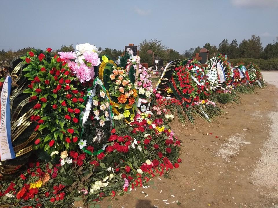 14 человек похоронили 19 октября, еще 6 человек - 20 октября.