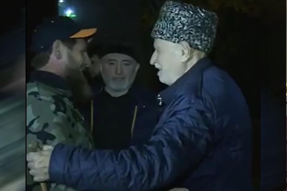 Кортеж из полусотни авто и вооруженные до зубов ингуши  как проходила  встреча Кадырова с митингующими 54a8fef802e