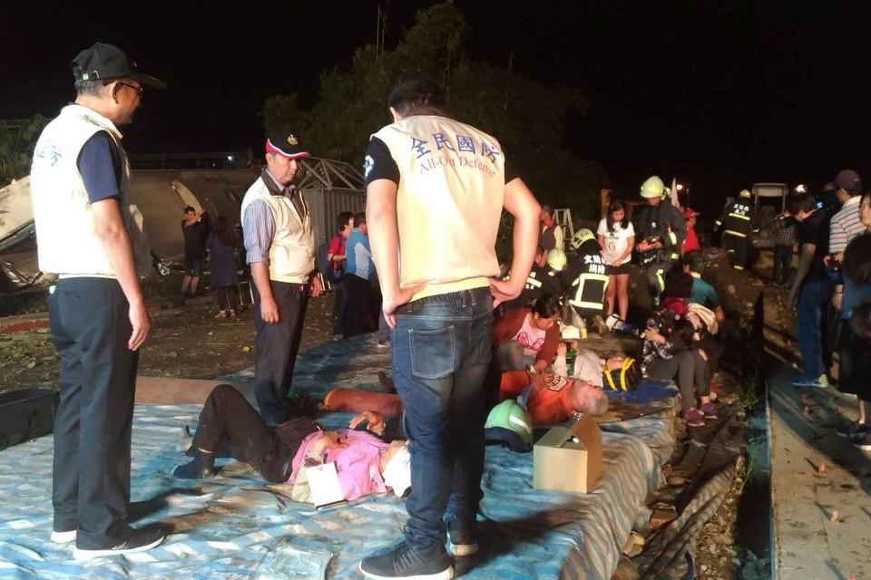 Около 160 человек пострадали в железнодорожной аварии
