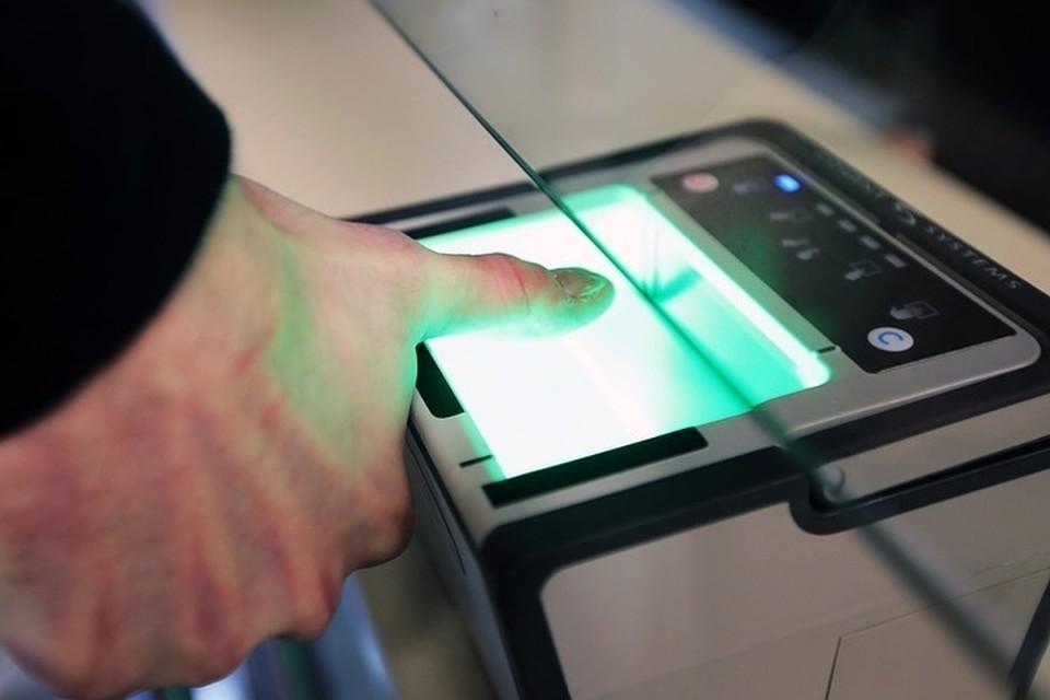 Сбор биометрических параметров граждан в России сильно отстает от запланированных темпов. Фото: Петр Сивков/ТАСС