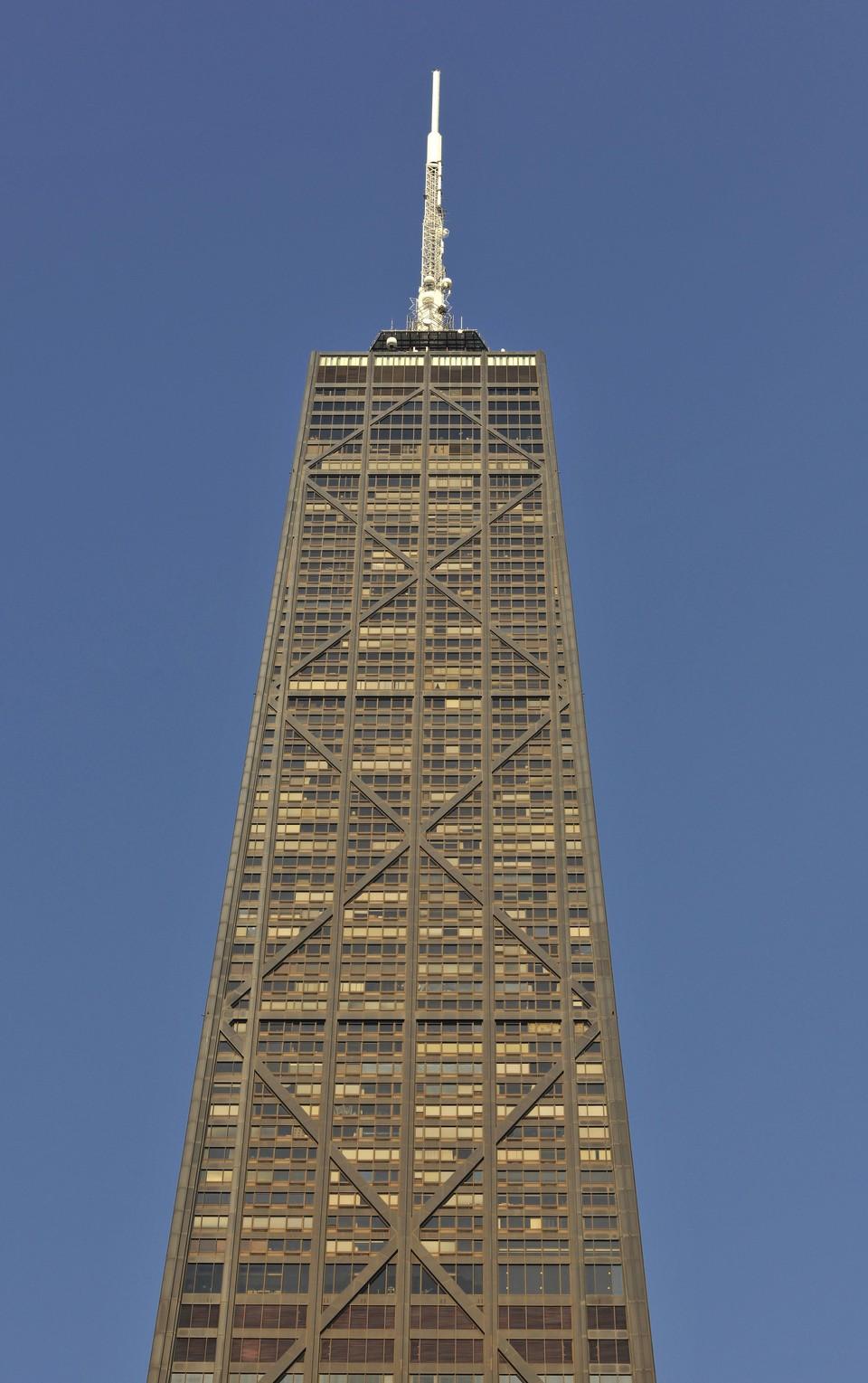 В чикагском Хэнкок-центре лифт с пассажирами упал с высоты 95-го этажа