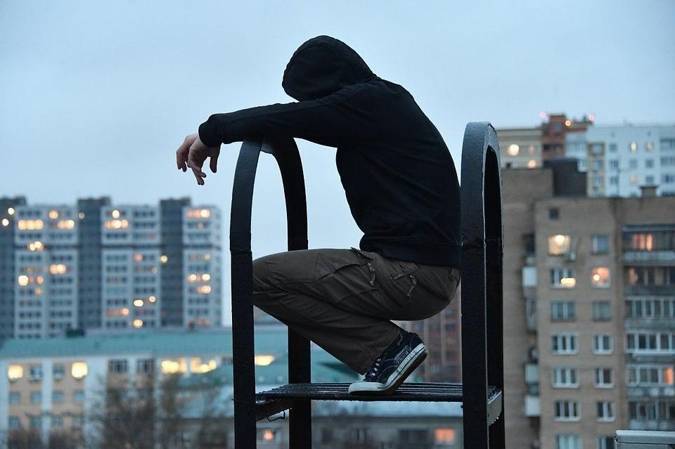 Подростки и старшеклассники жалуются на ЕГЭ, травлю в школе, отношения со сверстниками, а те, кто меньше просят решить домашнее задание