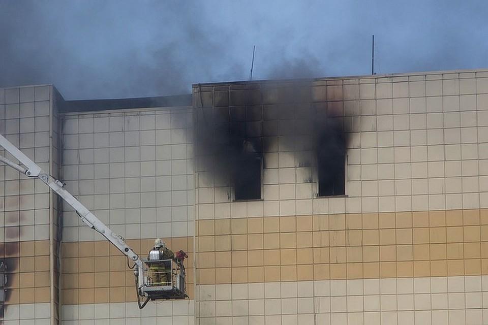 Во время пожара в ТРЦ пострадали 79 человек
