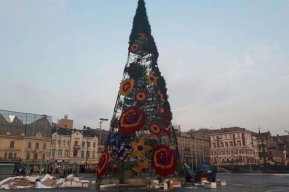 Совсем скоро площадь города украсит 30-метровая ёлка