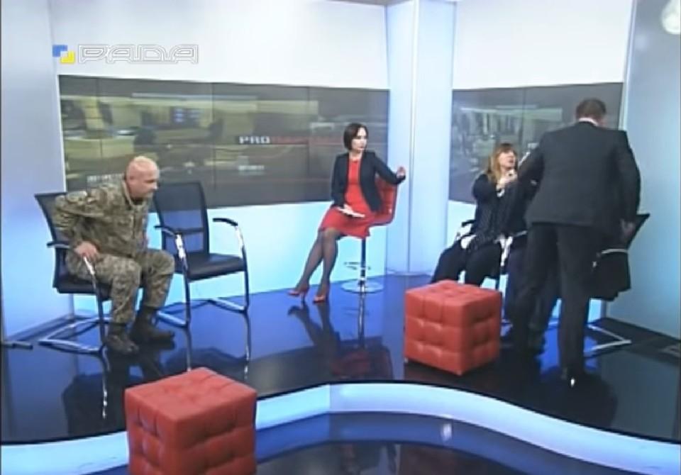 Драка депутатов Верховной рады на ток-шоу. Фото: скришот видео