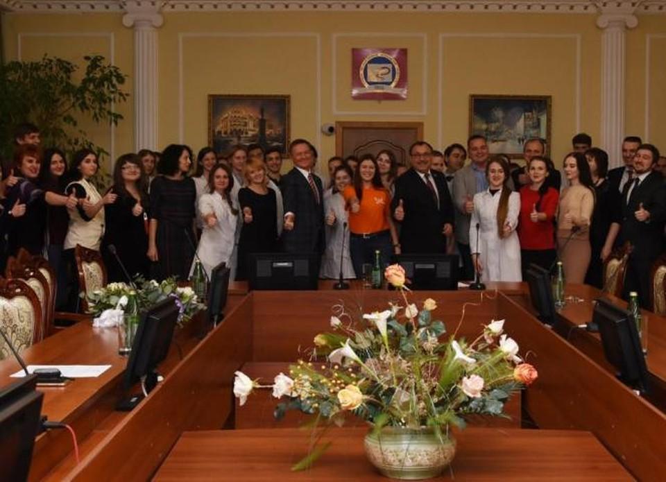 Ребята получили заслуженные награды из рук Романа Старовойта
