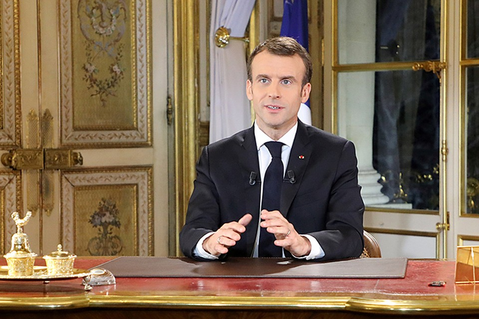 Макрон выступил с обращением к нации, где признал ошибки и объявил о «чрезвычайном экономическом и социальном положении»