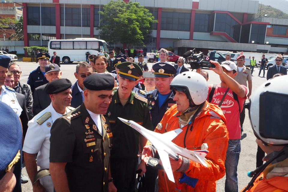 Российские и венесуэльские военные пилоты провели совместные занятия