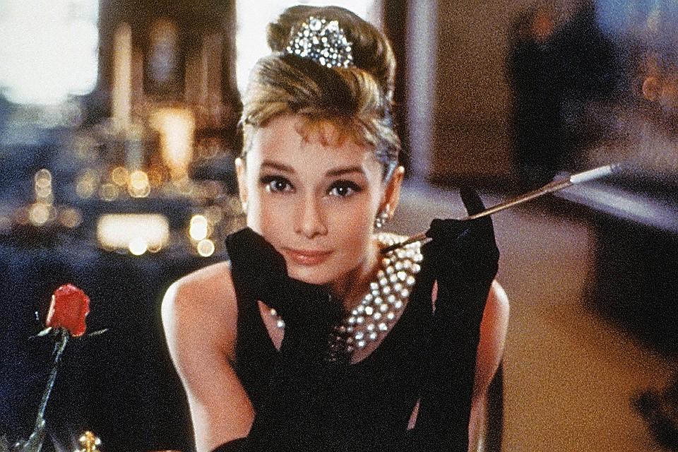 Шляпа, балетки и укороченные брюки: Одри Хепберн названа главной модницей столетия